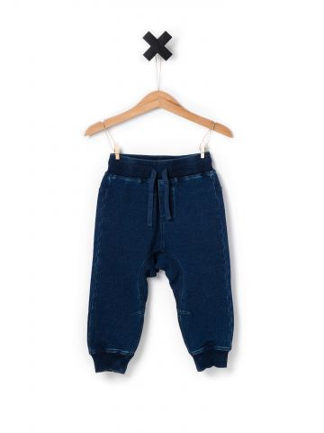 מכנסי טרנינג דמוי ג'ינס