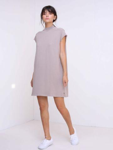 שמלת כותנה עם צווארון גבוה
