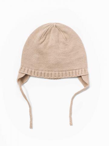 כובע סרוג עם כיסוי אוזניים