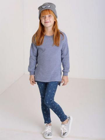 מכנסי ג'ינס עם הדפס כוכבים