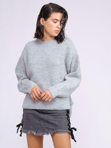סוודר עם חגורת קשירה