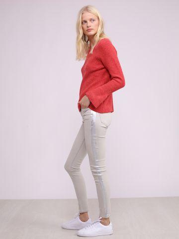 מכנסי ג'ינס עם פס מטאלי
