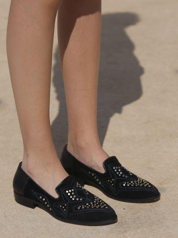 נעלי מוקסין מעור עם ניטים