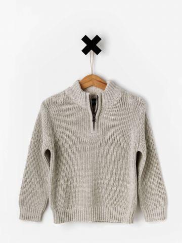 סוודר עם בטנת פרווה בצווארון