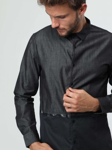 חולצה מכופתרת קולור בלוק עם פס דמוי עור