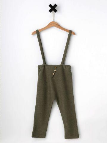 מכנסיים עם כתפיות