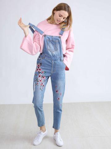 אוברול ג'ינס עם רקמת פרחים