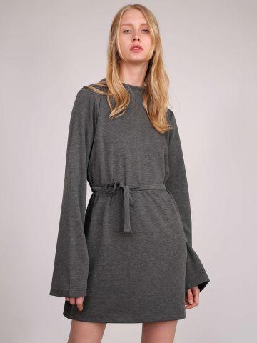 שמלת סווטשירט עם חגורת קשירה