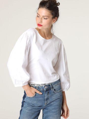 חולצת קרופ עם חישוק וגב פתוח