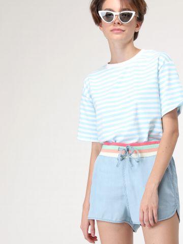 מכנסיים קצרים עם גומי פסים במותן
