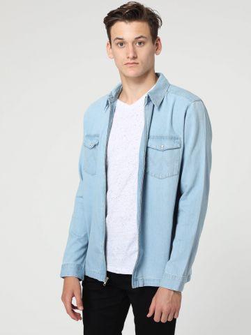 חולצת ג'ינס בשטיפה בהירה עם רוכסן