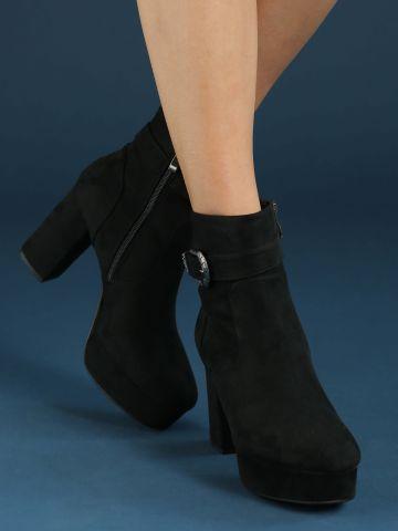 מגפיים עם אבזם