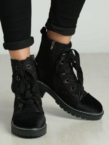 נעליים גבוהות עם שרוכים