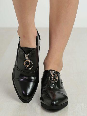 נעליים עם רוכסן וחישוקים