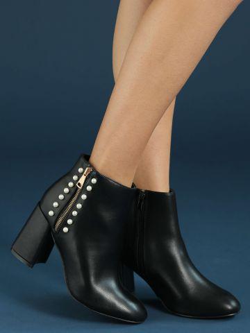 מגפיים עם פנינים