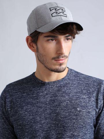 כובע מצחיה עם לוגו