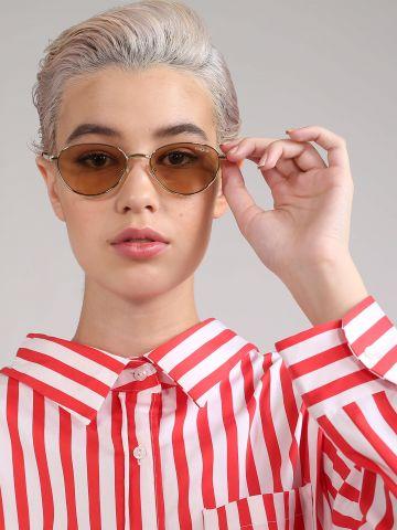 משקפי שמש עדשות אליפטיות מהקולקציה של ג'יג'י חדיד