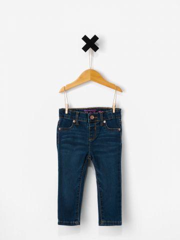 ג'ינס גזרה ישרה