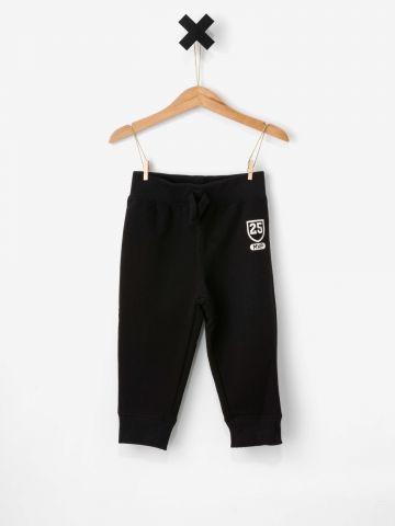 מכנסי פוטר עם הדפס בחזית