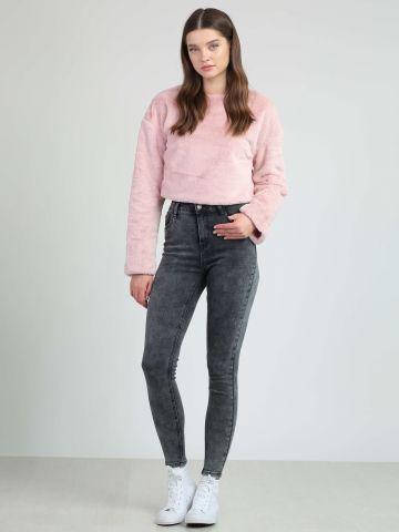 ג'ינס סקיני עם מותן גבוה