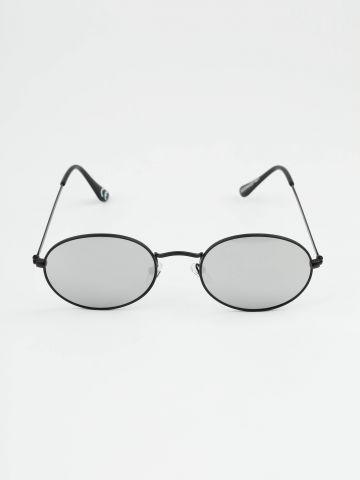 משקפי שמש עגולים עם מסגרת שחורה