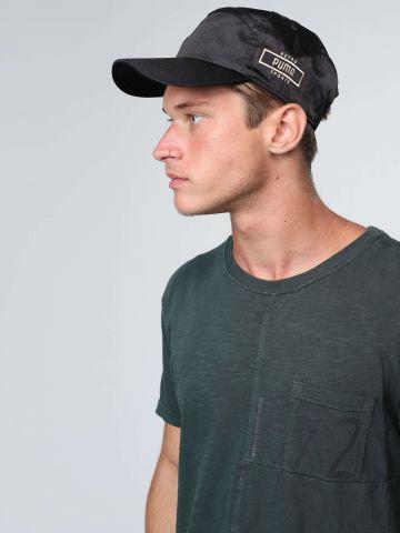 כובע מצחייה סאטן עם רקמת לוגו