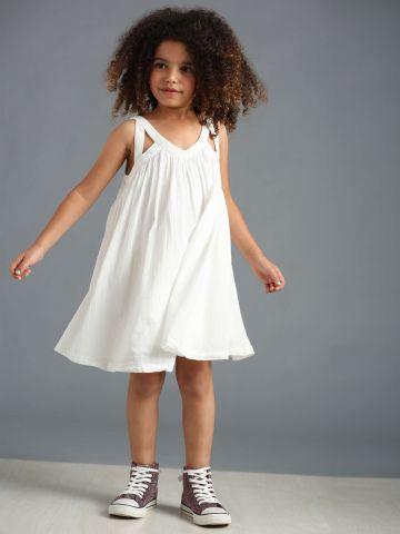 שמלת מתנפנפת עם כתפיות