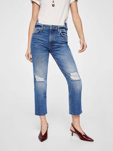 ג'ינס גבוה עם קרעים