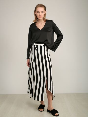 חצאית מקסי אסימטרית בהדפס פסים