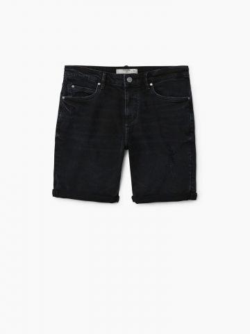 מכנסי ג'ינס קצרים