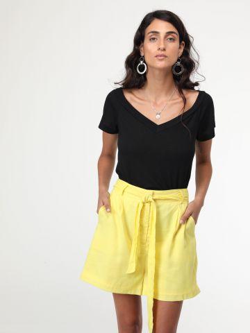 מכנסיים קצרים אוברסייז עם חגורת קשירה