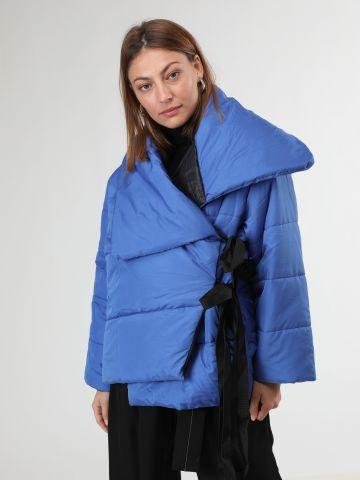 מעיל קווילט אוברסייז בסגנון מעטפת קשירה