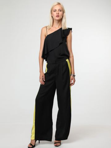 מכנסיים מתרחבים עם סטריפים בצדדים