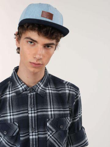 כובע מצחייה ג'ינס עם פאץ' לוגו