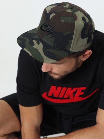 כובע מצחייה קמופלאז' עם רקמת לוגו