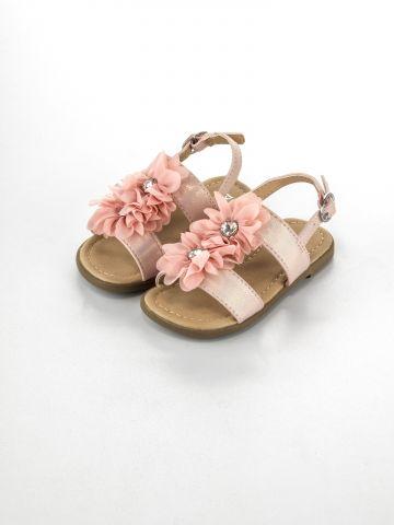 סנדלים עם רצועות בעיטור פרחים ואבני חן