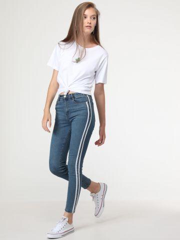 ג'ינס סקיני עם פסים בצדדים