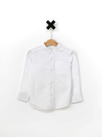 חולצה מכופתרת עם צווארון סיני