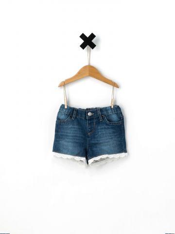 ג'ינס קצר עם סיומת מלמלה