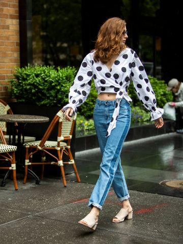 ג'ינס בגזרת MOM עם פסים בצדדים