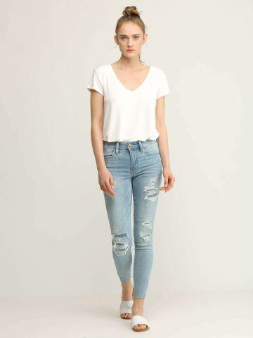 ג'ינס סקיני עם קרעים ופאצ'ים