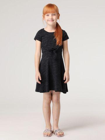 שמלת טי שירט עם קשירה קדמית