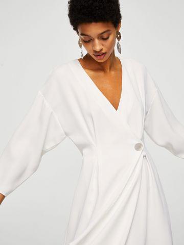 שמלת מעטפת עם סיומת א סימטרית