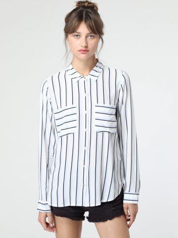 חולצה מכופתרת בהדפס פסים עם כיסים