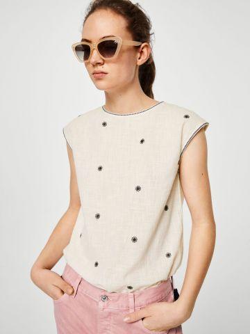 חולצה עם עיטורי רקמה וגדילים