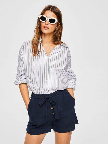 מכנסיים קצרים מחויטים עם קשירה