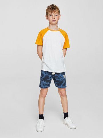מכנסי ברמודה עם הדפס