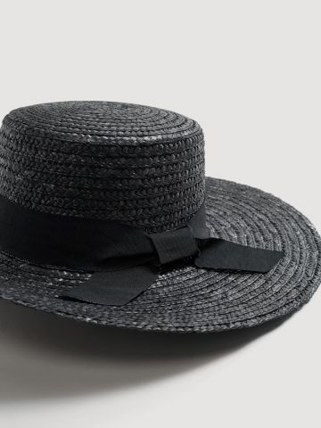 כובע קש רחב שוליים