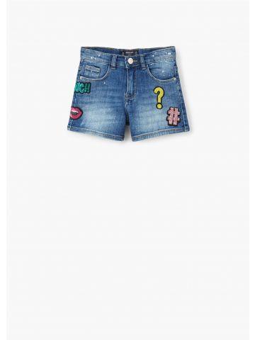 מכנסי ג'ינס עם פאטצ'ים ופייטים
