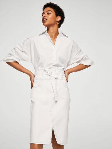 חצאית ג'ינס לבנה עם קשירה